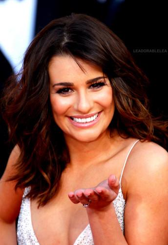 Lea Michele দেওয়ালপত্র with a portrait titled Lea ♥