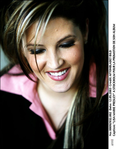 Lisa Marie Presley fond d'écran with a portrait titled Lisa