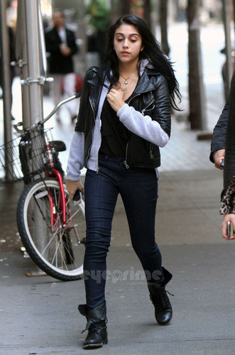 Lourdes Ciccone Leon wallpaper with a business suit titled Lourdes Leon spotted out and about in NY, Oct 22