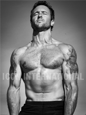 Alex O'Loughlin achtergrond with a homp, stoere binken and a six pack called Men's Fitness Outtakes <3
