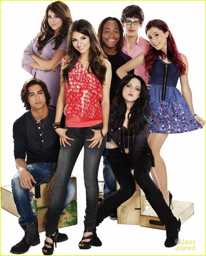 New 'Victorious' Season Two Promo Pics!