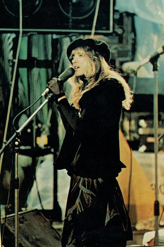 stevie nicks wallpaper containing a konser and a guitarist titled Old foto