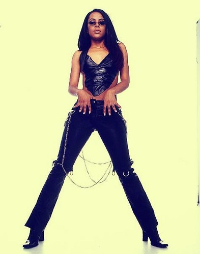 Queen Aaliyah strikes a pose !
