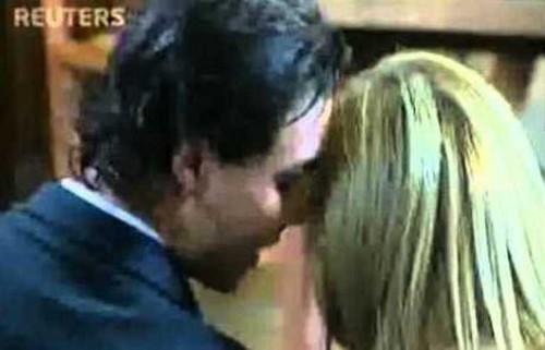 Rafa Nadal gentle kisses with Shakira !
