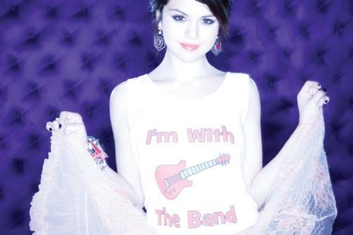 Selena Gomez kertas dinding
