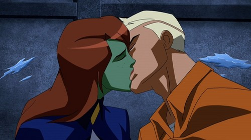 Young Justice Hintergrund titled Their First KISS