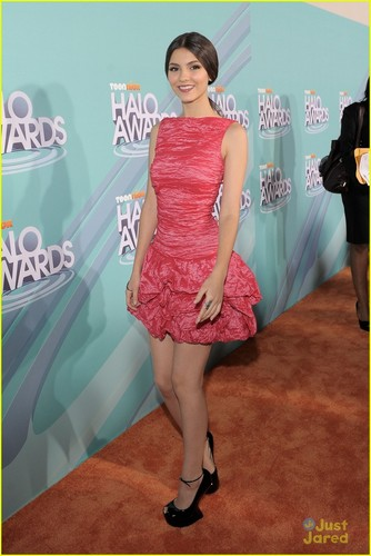 Victoria Justice 2011 TeenNick HALO Awards
