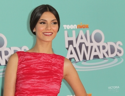 Victoria Justice - Halo Awards