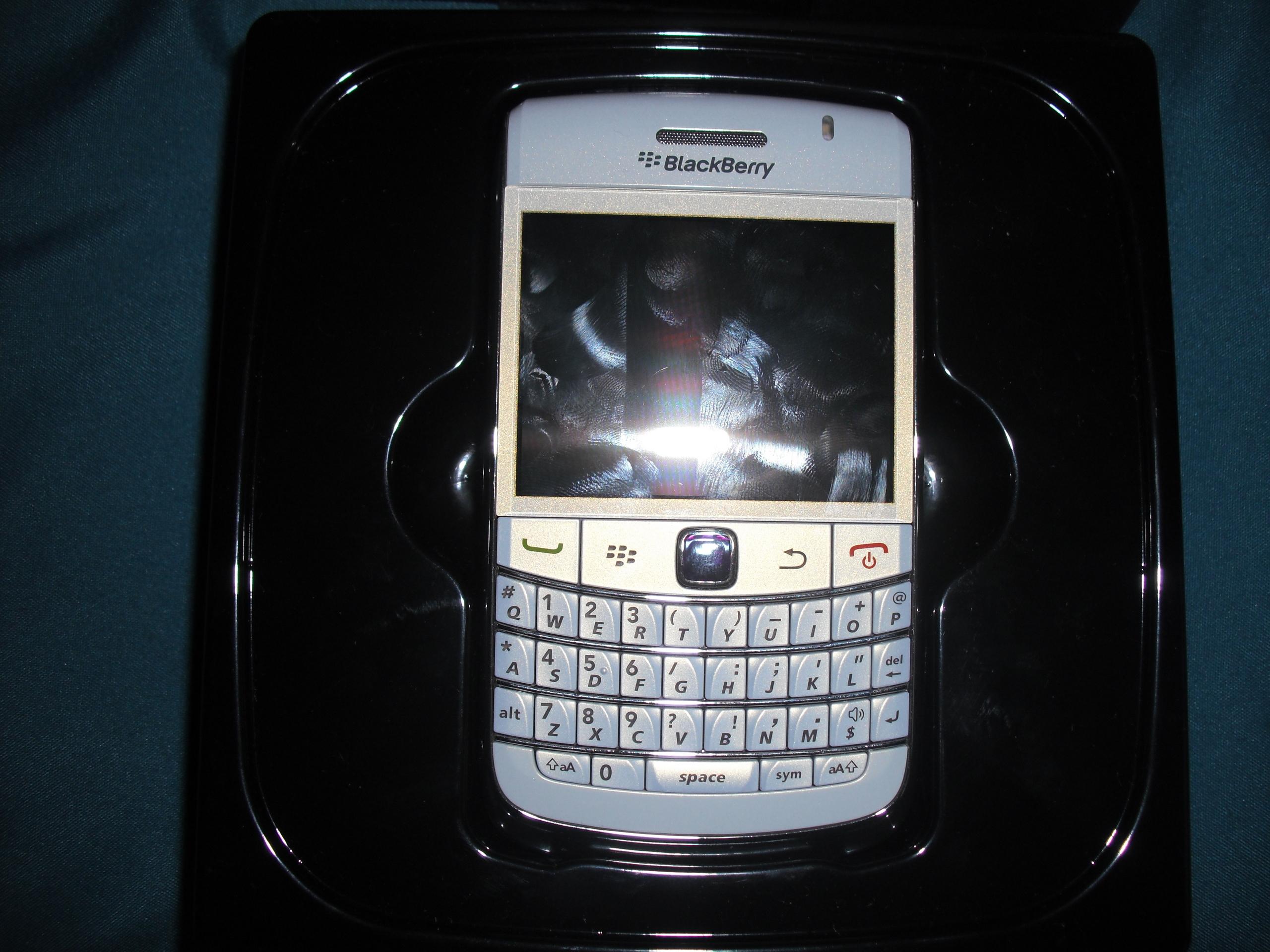 Blackberry smartphones images blackberry bold hd wallpaper for Bold wallpaper