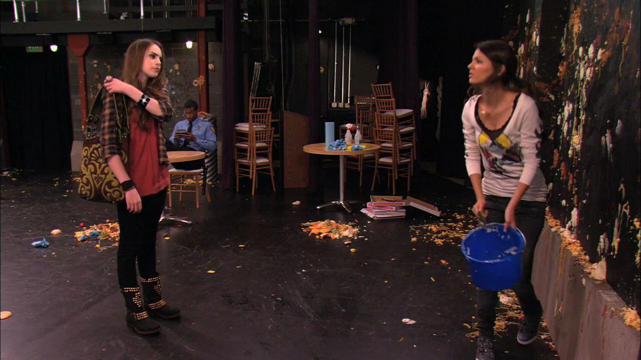 Stage Fighting' - 1x03 - Victorious Image (26468686) - Fanpop Victorious Beck And Cat Kiss