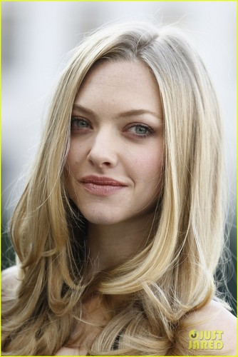 Amanda Seyfried to Play Porn bintang Linda Lovelace?