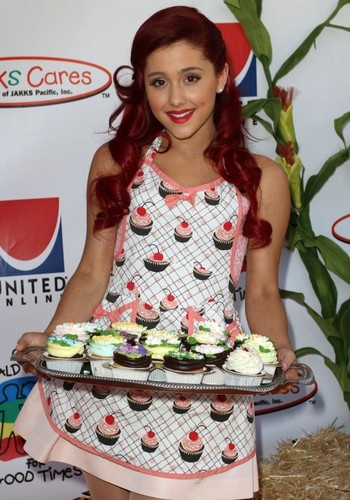 Ariana Grande: 2011 Camp Ronald McDonald Halloween Carnival