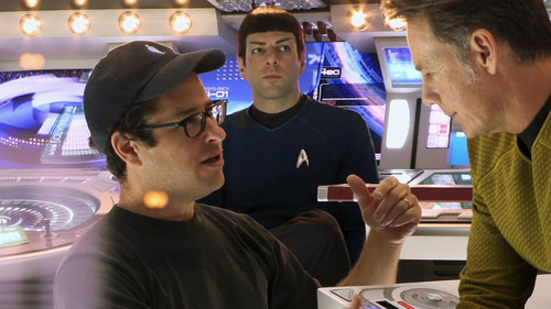 星, つ星 Trek (2009) 壁紙 probably with a fedora and a boater called Behind the scenes