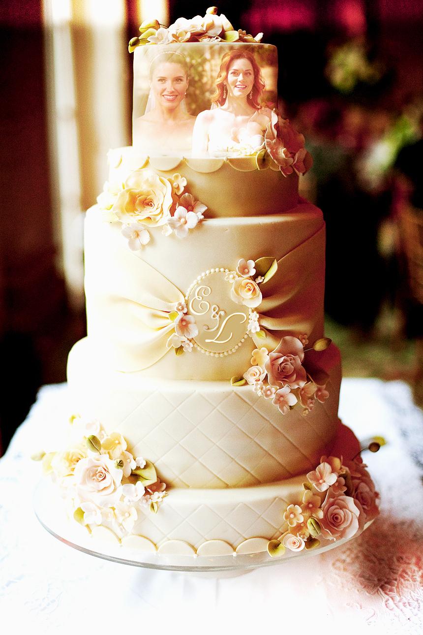 Elle & Laura's wedding cake! :D :D
