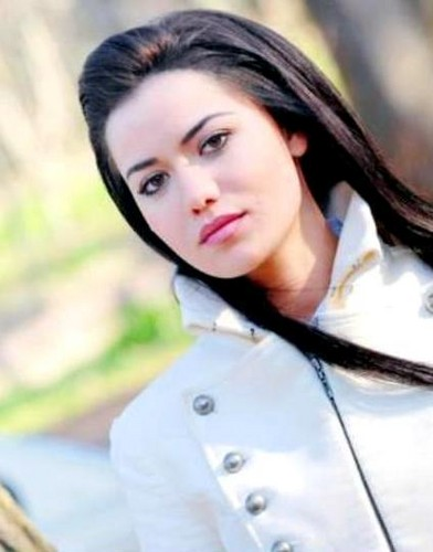 トルコの俳優・女優 壁紙 containing a portrait entitled Fahriye Evcen