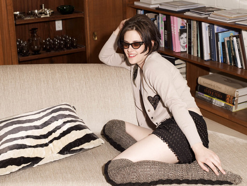 Kristen Stewart fond d'écran possibly containing a family room entitled HQ Outtakes of Elle UK 2010