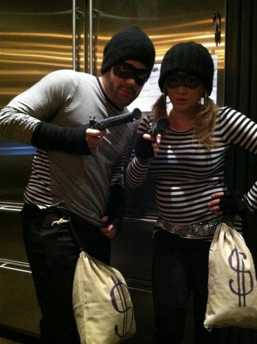Hilary Duff & Mike Comrie: Bank Robbers On the Run