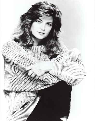 Kirstie Alley wallpaper possibly with a portrait entitled Kirstie Alley
