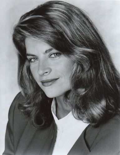 Kirstie Alley wallpaper containing a portrait titled Kirstie Alley