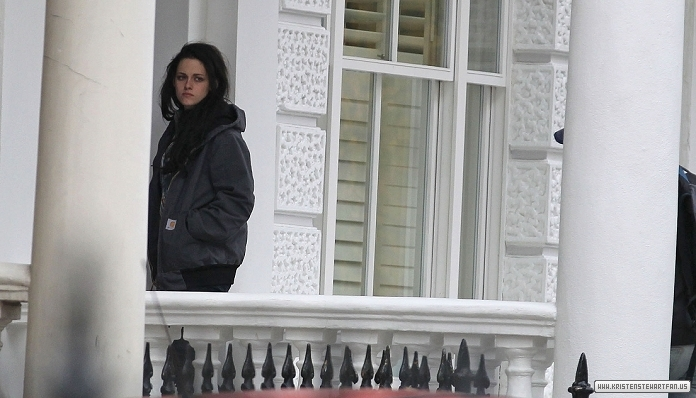 Kristen leaving house in London, UK - Oct 29, 2011 - kristen-stewart photo