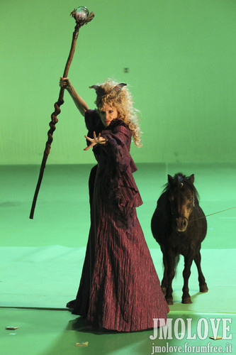 Kristin Bauer as Maleficent- BTS picha