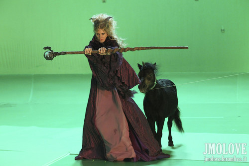 Kristin Bauer as Maleficent- 防弾少年団 写真