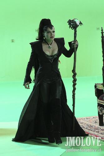 Lana Parrilla as Evil Queen- BTS foto's
