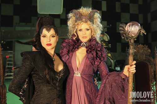 Kristin Bauer as Maleficent & Lana Parrilla as Evil Queen- Bangtan Boys fotos