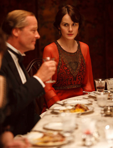 Downton Abbey fondo de pantalla containing a cena table, a brasserie, and a cena entitled Mary