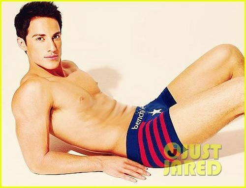 acteurs les plus canons fond d'écran containing skin titled Michael Trevino: Shirtless for Bench Underwear!