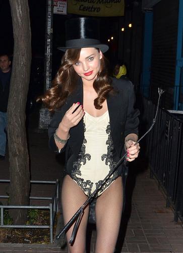 Miranda Kerr tonen Off Her Halloween Costume