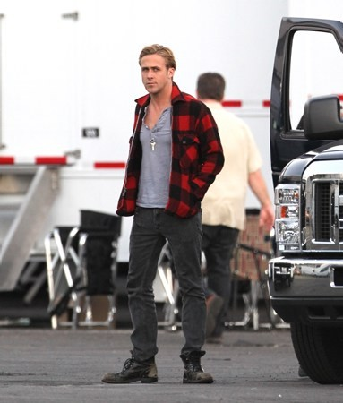 "Ryan anak angsa, anak angsa, gosling wallpaper called On set of ""The Gangster Squad"" (October 27)"