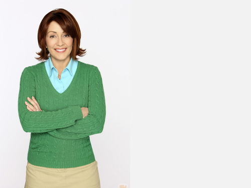 Patricia Heaton Hintergrund probably containing a well dressed person called Patricia Heaton