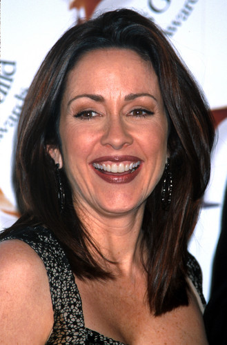 पेट्रीशिया हीटन वॉलपेपर possibly with a portrait called Patricia Heaton
