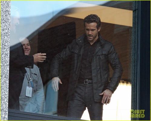 Ryan Reynolds: Dancing the Robot With Jeff Bridges!
