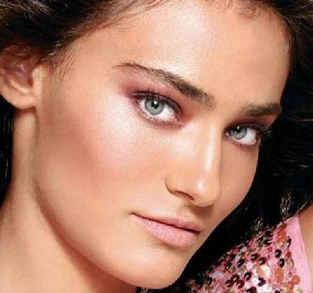 Saadet Işıl Aksoy (Turkish actress)