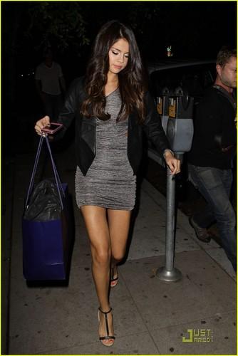 Selena Gomez: Nine Zero One Salon Sweetie!