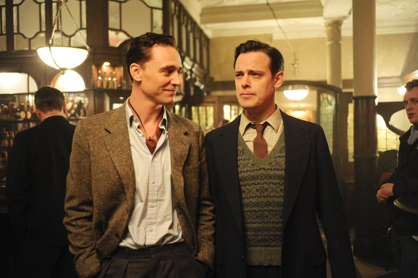 The Deep Blue Sea Movie Stills - Tom Hiddleston Image (26445571) - Fanpop
