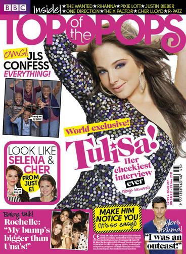 Tulisa in top, boven Of The Pops magazine - November 2011