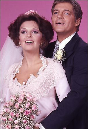 Days of Our Lives kertas dinding containing a bridesmaid entitled Weddings