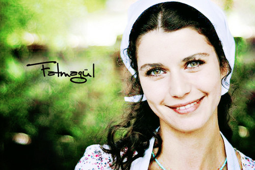 Fatmagül'ün Suçu Ne wallpaper containing a portrait called fatmagul