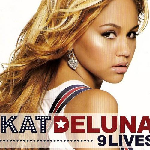 Kat DeLuna Hintergrund with a portrait entitled kat