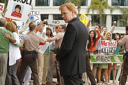 CSI: Miami wallpaper containing a business suit entitled 10.09-A Few Dead Men-Promo