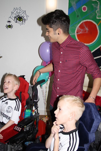 1D visit the Rainbows Hospice for Children In Need x♥x