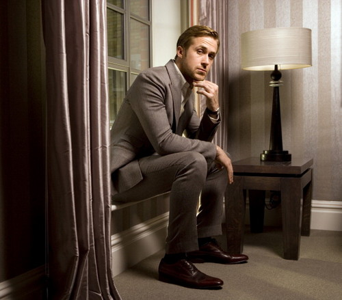 Ryan 小鹅, gosling, 高斯林 壁纸 containing a business suit, a well dressed person, and a living room titled 2011: Richard Saker [Observer UK]