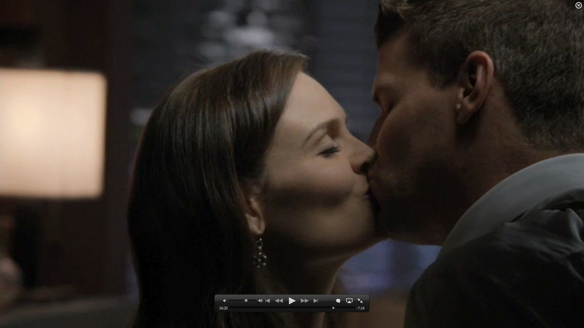 7x01 kiss booth and bones image 26582012 fanpop
