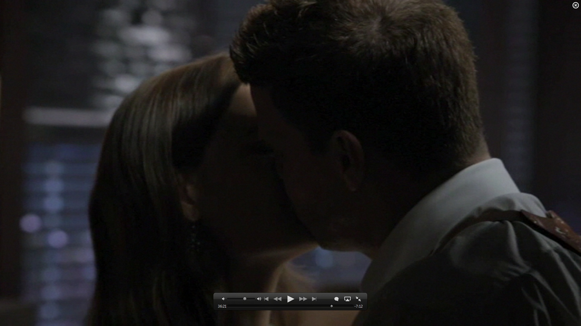 7x01 kiss booth and bones image 26582077 fanpop