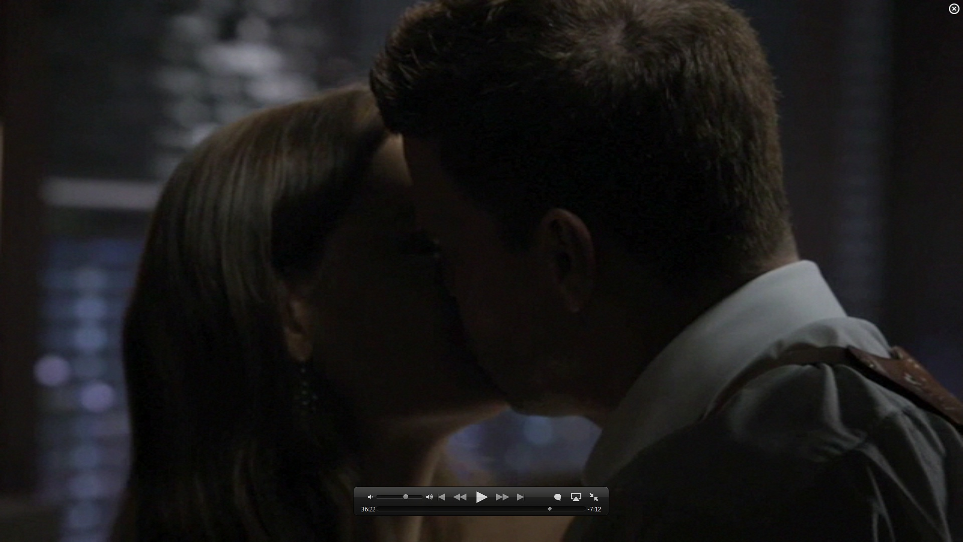 7x01 kiss booth and bones image 26582082 fanpop
