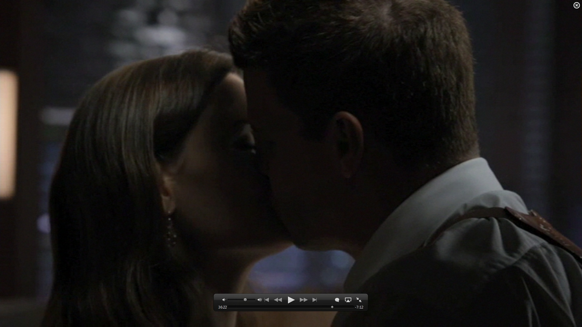 7x01 kiss booth and bones image 26582089 fanpop