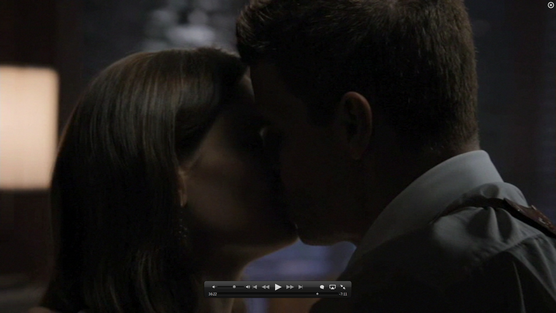7x01 kiss booth and bones image 26582099 fanpop